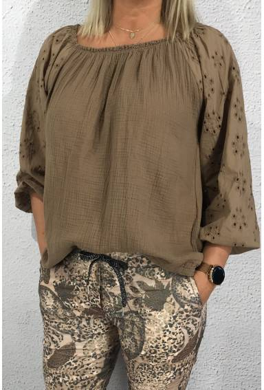 Fanny Blouse hole pattern Cappuccino